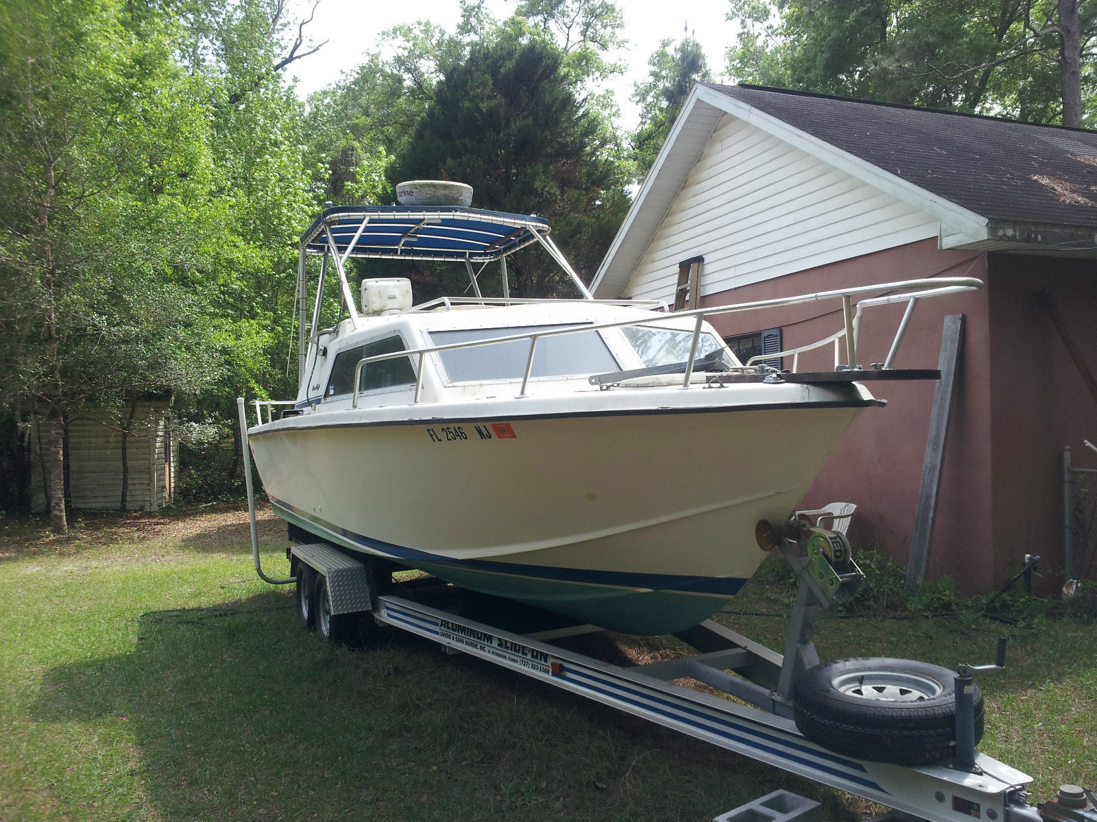 Chris Craft Cabin Cruiser 1977 For Sale For 8 000 Boats
