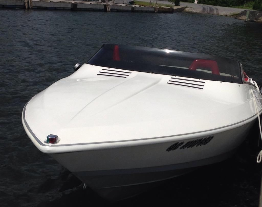 Images of Larson Speed Boats