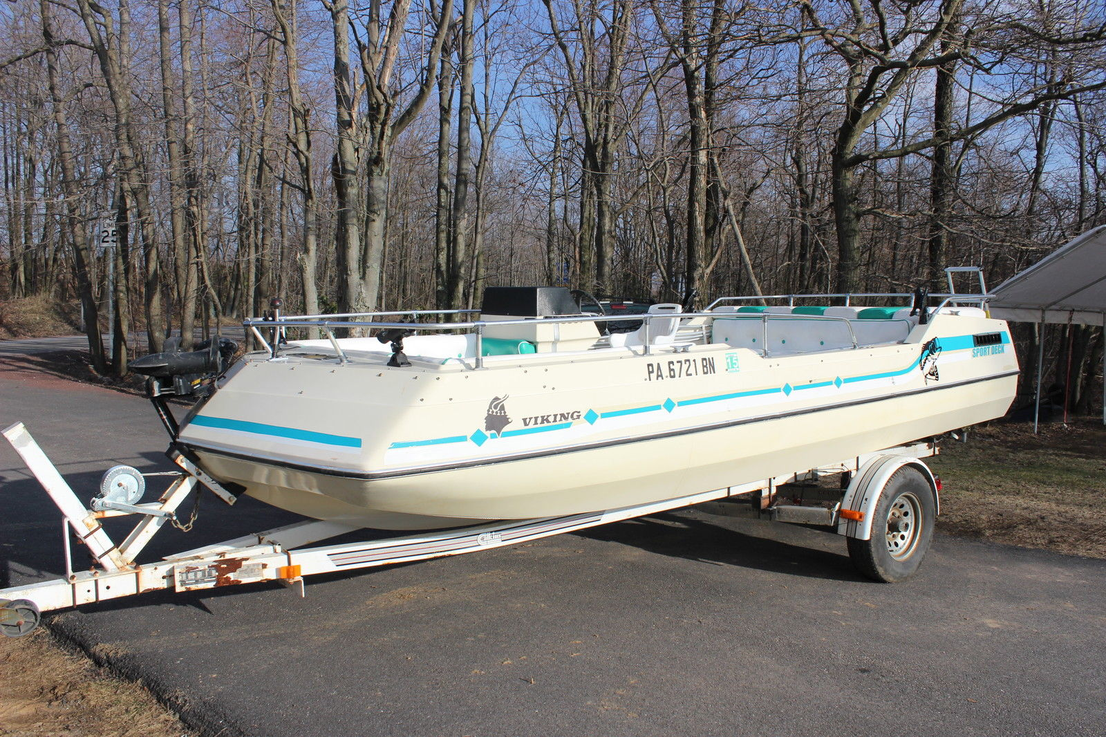 Viking Deck Boat Mercruiser Chevrolet V8 Boat For Sale
