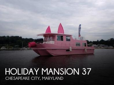Holiday Mansion 37